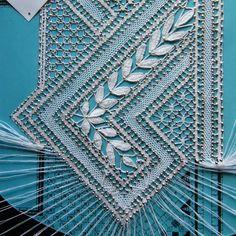 Asymétrique - Gibritte - Álbumes web de Picasa Irish Crochet, Knit Crochet, Graph Paper Drawings, Types Of Lace, Bobbin Lace Patterns, Lacemaking, String Art, Yarn Crafts, Tatting