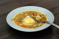 Fotorecept: Kelovo-šošovicová polievka s vajíčkom