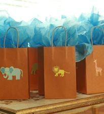 Safari animals create a unique animal party theme.