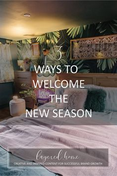 3-ways-to-welcome-the-new-season Pink Wallpaper Bedroom, Wallpaper Ceiling, Blue And Pink Bedroom, Green Lounge, Linen Company, Jungle Bedroom, Dark Blue Living Room, Dark Blue Green, Eclectic Living Room