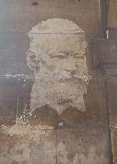 """Reverse Graffiti, the image of Victor Hugo is on a wall in Paris that has been """"cleaned"""" with an intricate screen. Art Installations, Installation Art, Moss Graffiti, Reverse Graffiti, Green Marketing, Street Wall Art, Victor Hugo, Chalk Paint, Sculptures"""