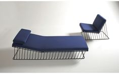Wired Italic Chaise