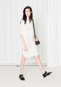 A layered design and a relaxed silhouette define this easy-to-style dress. Detailed with a petite collar and slightly longer sleeves, it combines sophisticated with laid-back.