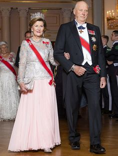 Crown Prince Haakon, Crown Princess Mette-Marit and Princess Astrid attended the gala dinner. Diamond tiara, diamond earrings and necklace Norwegian Royalty, Gala Dinner, Rey, Norway, Marriage, Daughter, Glamour, King, Royalty