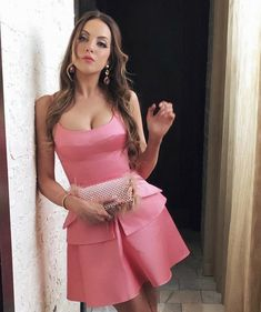 Elizabeth Gillies - Personal Pics Elizabeth Gillies Style, Outfits and Clothes. Pretty People, Beautiful People, Liz Gilles, Der Denver Clan, Queen Liz, Laura Lee, Classy Outfits, Ideias Fashion, Celebrity Outfits