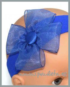 Diadema para bebe, de espuma y un precioso tono azul eléctrico, disponible en nuestra pagina web http://www.pauleta.es/