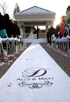 I want an aisle runner like this that I can turn into a wall hanging! (Got the idea from @Laura Friedberg :) )