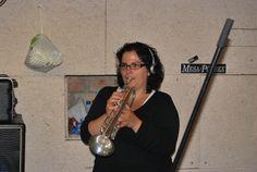 La Maria acabant la gravació amb la trompeta!