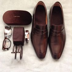 Brown Accessories Essentials Gentleman's. Saint Crispin, Men's Fashion, Fashion Shoes, Fashion Accessories, Fashion Watches, Mode Masculine, Sharp Dressed Man, Well Dressed Men, Dandy