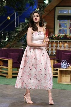 Alia Bhatt sells her jeans on The Kapil Sharma Show!   http://spanishvillaentertainment.blogspot.com/2016/12/alia-bhatt-sells-her-jeans-on-kapil.html