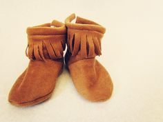 i need this pattern!!!!!! Willow Would: Project A Week: Baby Moccasins finished