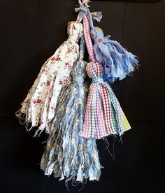 Diy Tassel : DIY Make Shabby Fabric Tassels handmade earrings, choker and women soks Fabric Art, Fabric Crafts, Sewing Crafts, Sewing Projects, Scrap Fabric, Sewing Diy, Sewing Table, Arts And Crafts Projects, Diy And Crafts