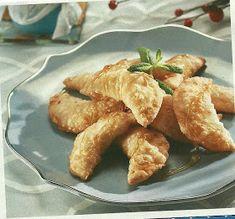 ΜΑΓΕΙΡΙΚΗ ΚΑΙ ΣΥΝΤΑΓΕΣ: ΜΥΖΗΘΡΟΠΙΤΤΑΚΙΑ!!!! Greek Pastries, Filo Pastry, Greek Recipes, Chicken Wings, Pie, Sweets, Stuffed Peppers, Meat, Breakfast
