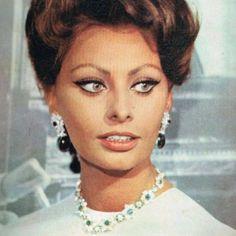 Sophia Loren-Magazine Cover 8 may 1968 #sophialoren #classy #classic