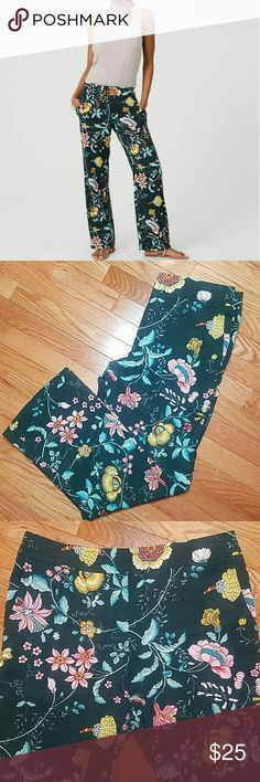LOFT Fluid Vine Trouser Gorgeous floral patterned trousers by LOFT will have you dreaming of warmer weather! Size 10 pants in excellent condition. LOFT Pants Trousers
