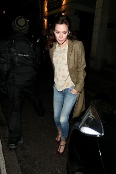 Anna Friel Photos: Anna Friel Leaves Work in London