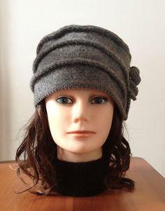 Chapeau en laine bouillie pour femme de couleur gris fait