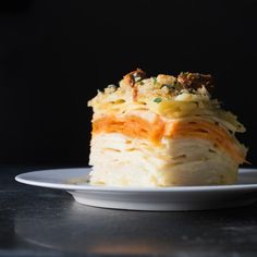 100 layer Root Vegetable Gratin Five types of root vegetables and three kinds of cheese make for the richest gratin. Root Vegetable Gratin, Vegetable Casserole, Root Vegetables, Vegetable Sides, Vegetable Recipes, Vegetarian Recipes, Cooking Recipes, Vegetable Tart, Vegetarian Kids