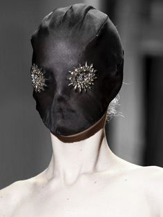 Maison Martin Margiela Haute Couture Spring 2014 V Fashion Mask, Couture Fashion, Fashion Show, Fashion Design, Margiela Mask, Mode Costume, Looks Style, Couture Collection, Spring Summer