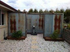 How To Install Corrugated Metal On Interior Walls Siding Prices Home Depot Tin F… - Modern Diy Fence, Backyard Fences, Backyard Landscaping, Fence Ideas, Garden Ideas, Corrigated Metal, Corrugated Metal Fence, Puf Grande, Home Depot