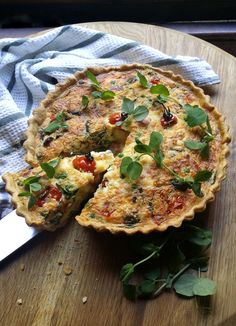 Deep-Dish Quiche with Blistered Tomatoes, Peas, Ham, Basil & Mozzarella - a delicious South African brunch dish. Light Recipes, Low Carb Recipes, Holiday Recipes, Keto Recipes, Cooking Recipes, Banting Desserts, Banting Recipes, Banting Diet, Breakfast Recipes