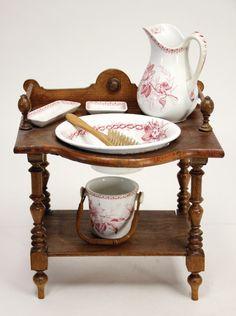 VILLEROY & BOCH wash set, jug, bowl, soap dishes, ceramic, table wood, 28 cm