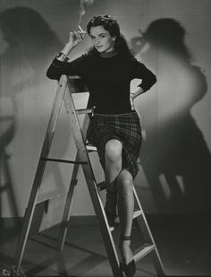 """Jeanne Darville (18 August 1923 – 9 May 1995) was a Danish film actress. She appeared in 30 films between 1939 and 1978. She was born in Copenhagen, Denmark and died in Denmark. She was in the film series """"min søsters børn"""", playing the mother of her real life daughter, Pusle Helmuth. http://www.dfi.dk/faktaomfilm/person/da/3512.aspx?id=3512"""