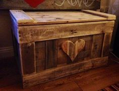 "Chest Trunk Blanket Box reclaimed pallet wood shabby by TyHapus, I like this IDEA. ""Pallet"" stuff is really trendy but this is something you could put things in, and stuff. Plus Kayden needs a toy box. Wooden Pallet Projects, Pallet Crafts, Wooden Pallets, Pallet Ideas, Wood Crafts, Pallet Wood, Diy Pallet, Diy Wood, Deck Box"
