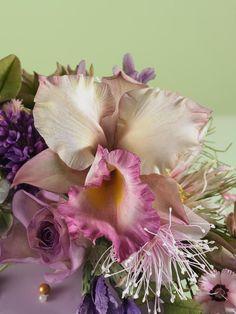 alan dunn fb Sugar Paste Flowers, Icing Colors, Fondant Tutorial, Girl Themes, Buttercream Flowers, Sugar Craft, Sweet 16 Parties, Cake Decorating Tutorials, Cold Porcelain
