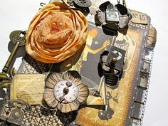tim holtz mini album @Cheri Richardson Peterson would love!