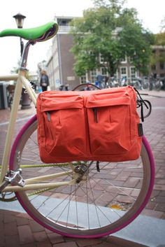 Tommy Pannier by The Property Of. Dual-use bag as a bike pannier or as a messenger bag, made of waterproof canvas and tarpaulin.