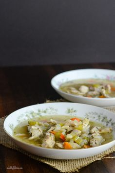 Paleo Chicken Soup - A Healthy Life For Me. Only a few ingredients are needed for this healthy soup recipe and they are all clean eating friendly! Healthy Chicken Soup, Vegetarian Chicken, Paleo Soup, Chicken Soup Recipes, Gluten Free Chicken, Healthy Soup, Healthy Eating, Healthy Life, Recipe Chicken