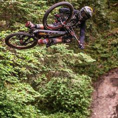 Apa yang agan bayangkan kalo sepeda ini nyata punya agan coret coret langsung di bawah yahh...  ------------------------- #sepeda #sepedagunung #sepedaindonesia #sepedacadas #gowes #mtbindonesia #mtb