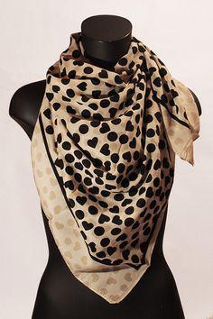 Foulard quadrato beige/nero con cuori. #portobelloathome  http://portobelloathome.com/?product=foulard-cuori