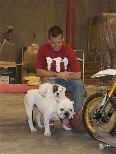 hahahha awww, I love Rob Dyrdek and his new little puppy Beefy :) How cute.