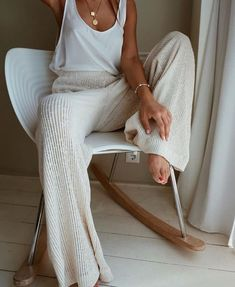 25 Best Online Shopping Sites for Women (updated Cozy cream and white look. Loving these wide leg sweater pants! Great casual look for lounging.Cozy cream and white look. Loving these wide leg sweater pants! Great casual look for lounging. Lounge Outfit, Mode Outfits, Fall Outfits, Casual Outfits, Summer Bar Outfits, White Outfit Casual, Ibiza Outfits, Vegas Outfits, Honeymoon Outfits