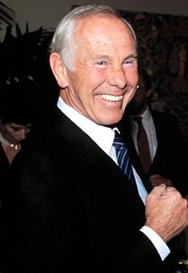 """John William """"Johnny"""" Carson (October 1925 – January My mom always watching his show and would let me watch during the summer time Johnny Carson, Here's Johnny, You Make Me Laugh, Thanks For The Memories, People Of Interest, Famous Faces, Best Tv, Funny People, Comedians"""
