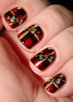 30 Most Cute Christmas Nail Art Designs - Colour coordinating your entire attire with the Christmas decorations in Red, Green and White might be a little too much for grown up ladies but matching your Nails with the decor definitely does look really … Christmas Present Nail Art, Cute Christmas Nails, Holiday Nail Art, Christmas Nail Art Designs, Xmas Nails, Christmas Decorations, Plaid Christmas, Christmas Presents, Christmas Wrapping