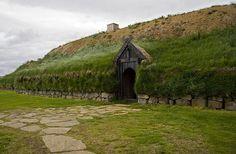 paganroots: Viking house in Iceland 300 yrs old By landcruising Vikings Live, Norse Vikings, Viking House, Viking Village, Viking Culture, Long House, Viking Art, Viking Woman, Vegvisir