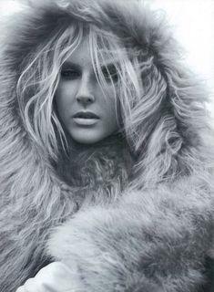 Love Me Tender – Miguel Reveriego photographs model Lisanne de Jong for the Harper's Bazaar UK