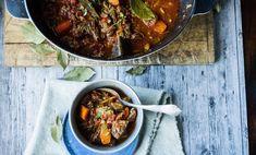 Varmende gryter til vinterferien - Godt. Ratatouille, Chili, Curry, Meat, Dinner, Ethnic Recipes, Food, Main Courses, Wood