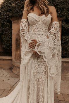 Fall Wedding Shoes, Dream Wedding Dresses, Fall Wedding Gowns, Lace Wedding, Ibiza Wedding, Glamorous Wedding, Bohemian Weddings, Wedding Types, Wedding Stuff