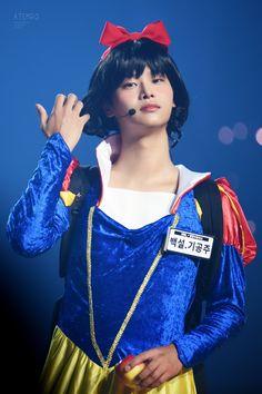 Prettier than Snow White 😍😍😍 Jellyfish Entertainment, Pop Bands, K Pop, Taehyung, Vixx Hongbin, Kpop Guys, Heechul, Star Wars, Korean Men