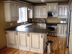 Pinned from Pin It for iPhone Kitchen Redo, New Kitchen, Kitchen Remodel, Kitchen Ideas, Oak Cabinets, Kitchen Cabinets, Home Decor Furniture, Decor Crafts, Home Kitchens