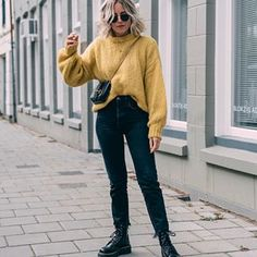 Comfy Jean Outfits photo by ig:liangalliard Outfit Jeans, Black Mom Jeans Outfit, Jeans Outfit Winter, Winter Mode Outfits, Winter Fashion Outfits, Fashion Ideas, Basic Outfits, Jean Outfits, Minimal Outfit