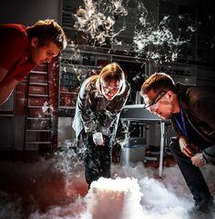 Ciekły azot w Laboratorium fizycznym / Liquid nitrogen in the Physical lab