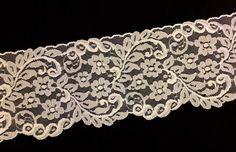 Vintage LACE TRIM - Beautiful Fabric Embellishment