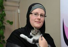 Veronique Cools, a Belgian convert to Islam, has has helped over people who have accepted Islam in the past 8 years. Islamic Center, Learn Islam, Islamic World, Quran Verses, 25 Years Old, Muslim Women, Alhamdulillah, Light In The Dark, The Past