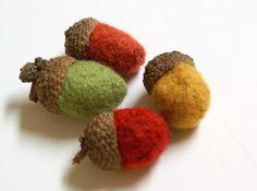 The Speckled Dog: Let's Make Some Acorns, Y'all! - Felted Acorn Tutorial using yarn Felt Crafts, Diy Crafts, Little Acorns, Autumn Crafts, Holiday Crafts, Holiday Decor, Felt Ball, Wool Felt, Felted Wool