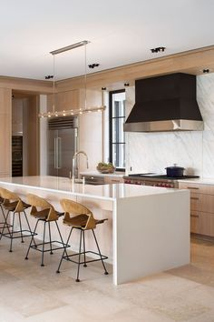 Tropical Contemporary Family Kitchen | Kitchen Gallery | Sub-Zero & Wolf Appliances